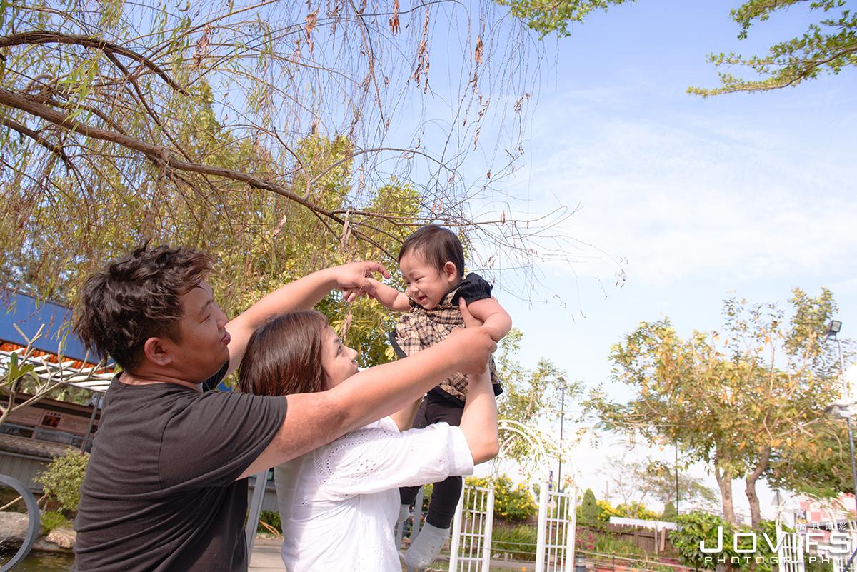 Jovifs 喬飛攝影, 親子寫真, 高雄親子攝影, 高雄新生兒嬰兒拍攝, 高雄週歲紀念親子寫真, 高雄週歲生日派對紀念,高雄天空之城機場咖啡休閒農場